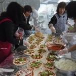 RIFAボランティアスタッフによるピッツァ作り
